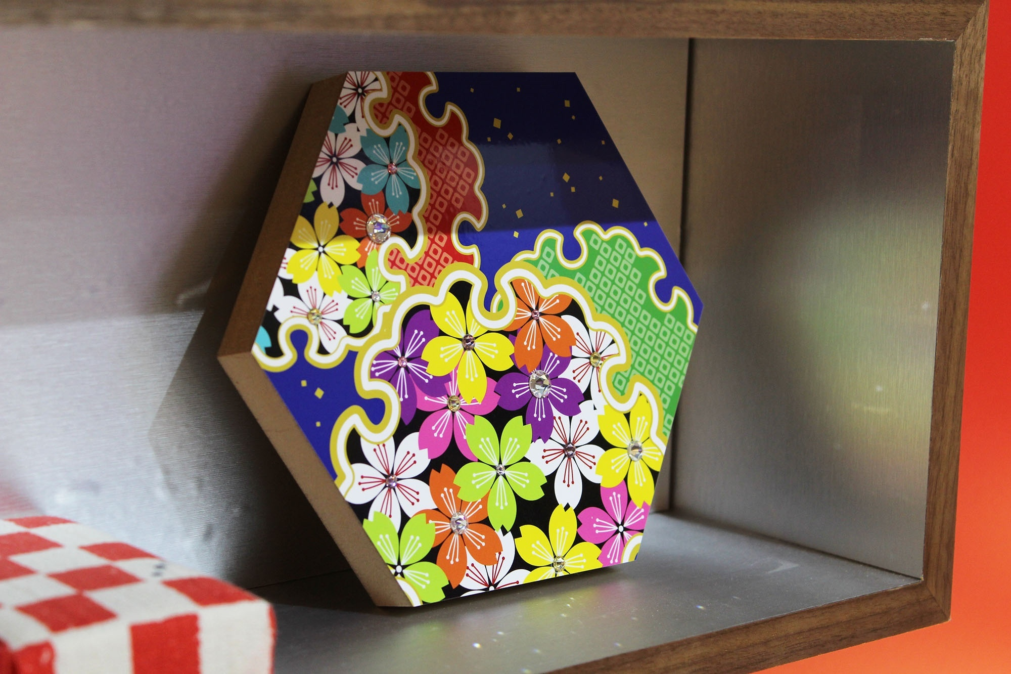 Hexangular decorative board